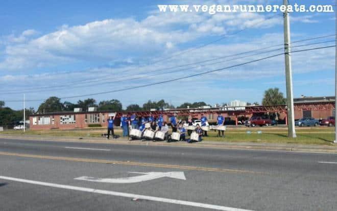 Roadside entertainment during Pensacola Marathon