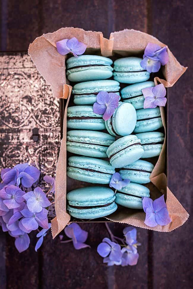 Vegan aquafaba macarons - 25 vegan Valentines day recipes