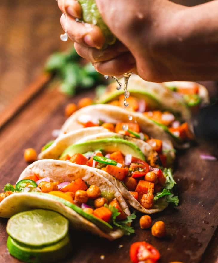 Quick plant based meals: veggie tacos with chickpeas