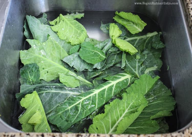 How to cook collard greens in a slow cooker: washing collard leaves before cooking