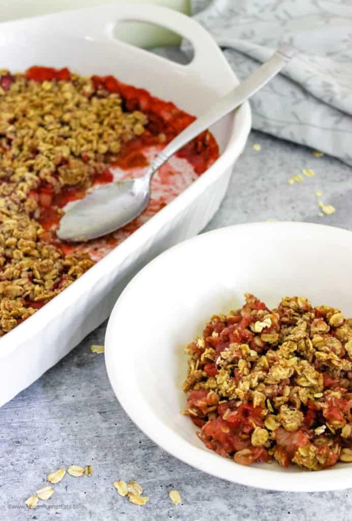How to make vegan strawberry rhubarb crisp easy