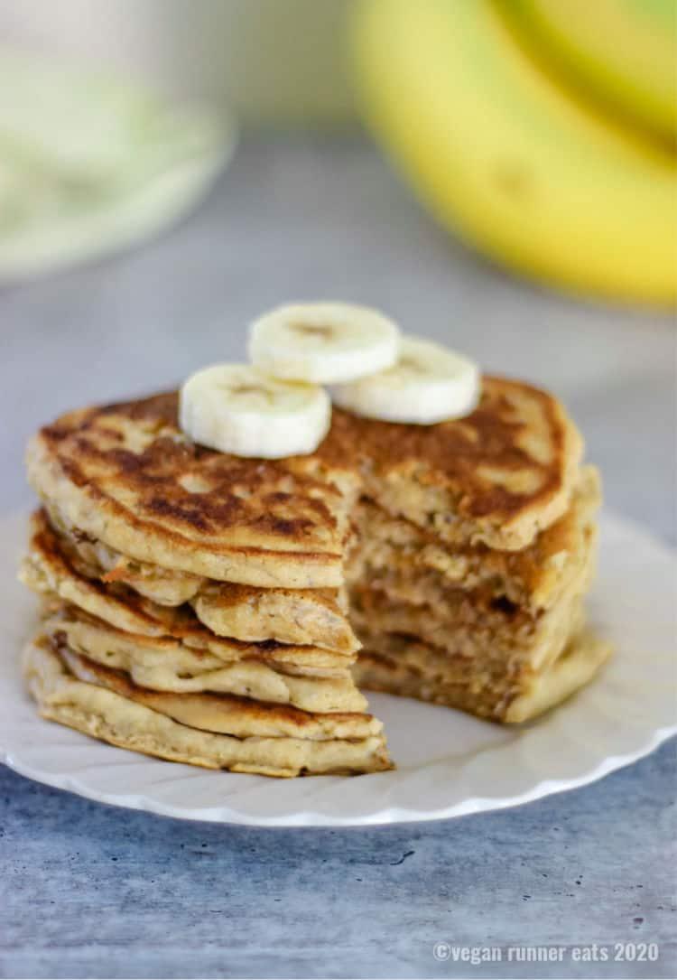 5-ingredient banana and chia seed pancakes - vegan, no added sugar, made in a single bowl.