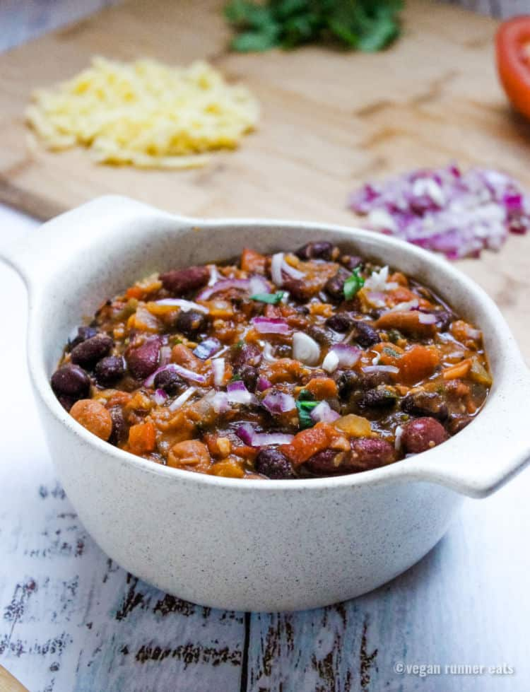 Vegetarian chili with meat substitute - an easy meatless chili recipe